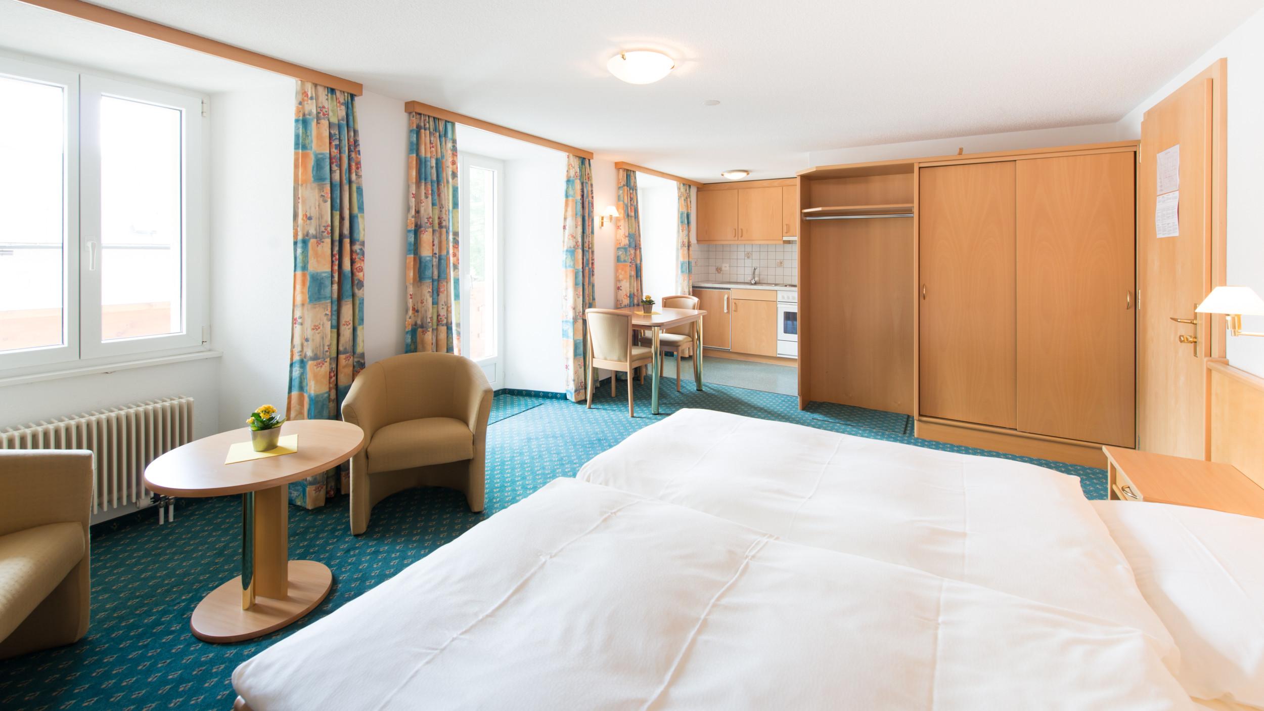 hotel_portjengrat_saas_almagell_doppelzimmer_kueche1