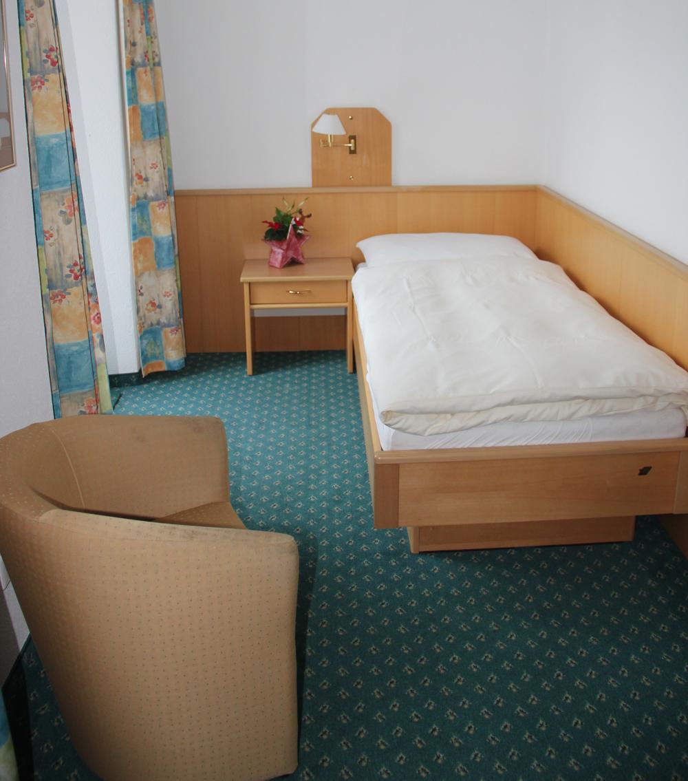 hotel_portjengrat_saas_almagell_einzelzimmer_dusche_wc